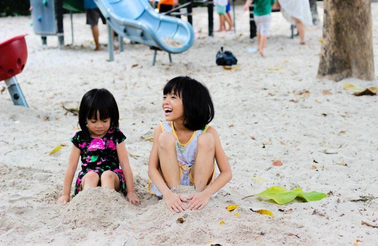 kid-children-little-girl-playing-160849